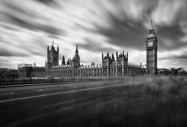 Black and White long time exposure with flow of people in front of Big Ben