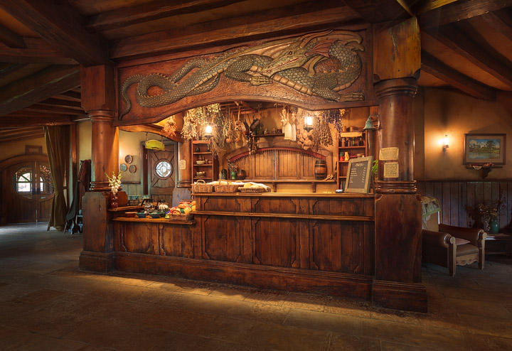 The bar of the Green Dragon Inn