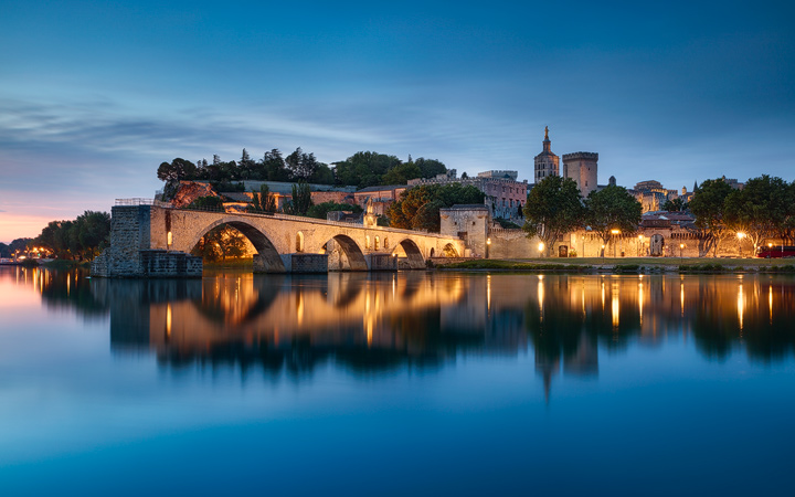 The pont d'avignon at dawn