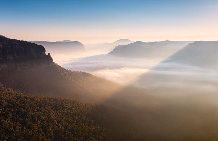 Lightrays and fog above Grose Valley near Blackheath