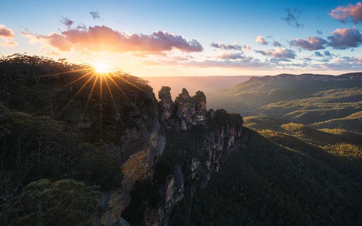 Sunrise at a viewpoint near Katoomba