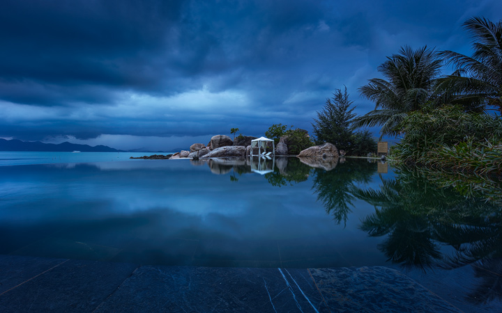 The infinity Pool at L'Alyana