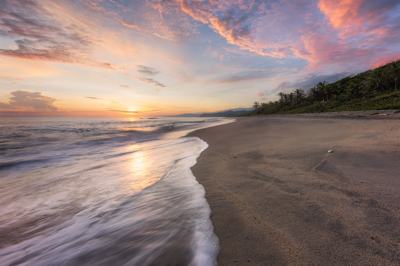 Sunrise colors at Playa Castilletes in Tayrona
